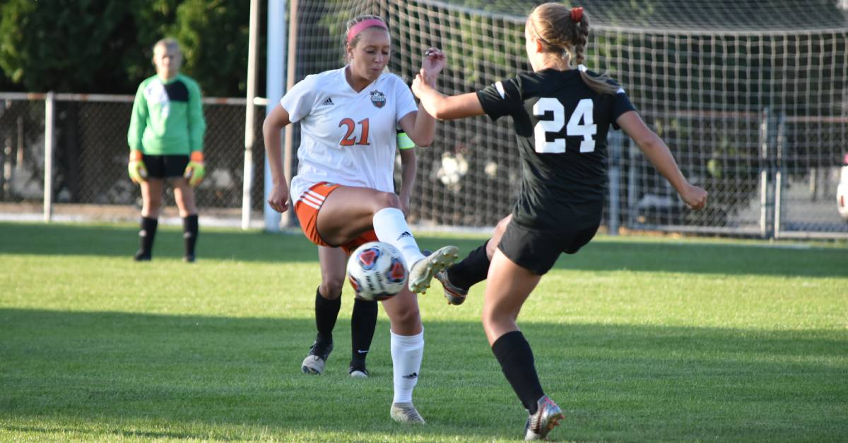 Bearcats keep winning streak against Slicers