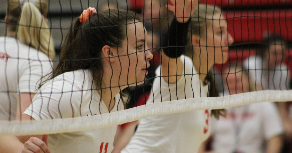 Crown Point Lady Bulldogs sweep past the Merrillville Pirates in Thursday's volleyball matchup