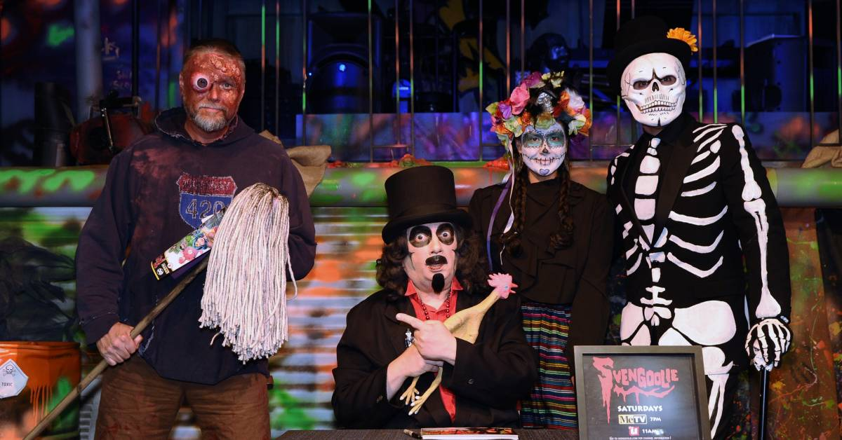 Rubber Chickens and Echoes of Berwyn fill Chicago Street Theater as Legendary Horror Movie Host Svengoolie Returns to Valparaiso