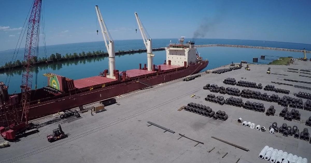 Port of Indiana – Burns Harbor: feeding the Region's economy since 1970