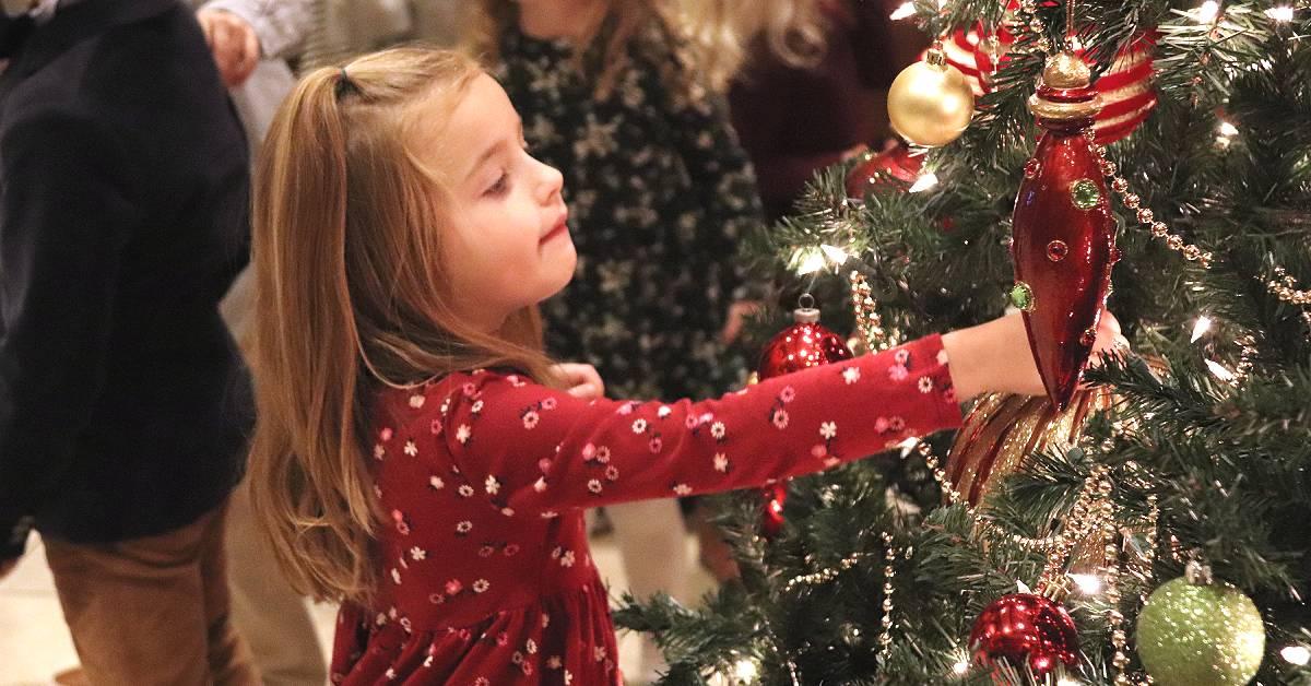 Sand Creek Country Club kicks off the holidays with annual tree lighting