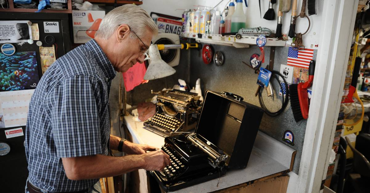 The Revolution will be typewritten: the resurgence of the manual typewriter in a digital world