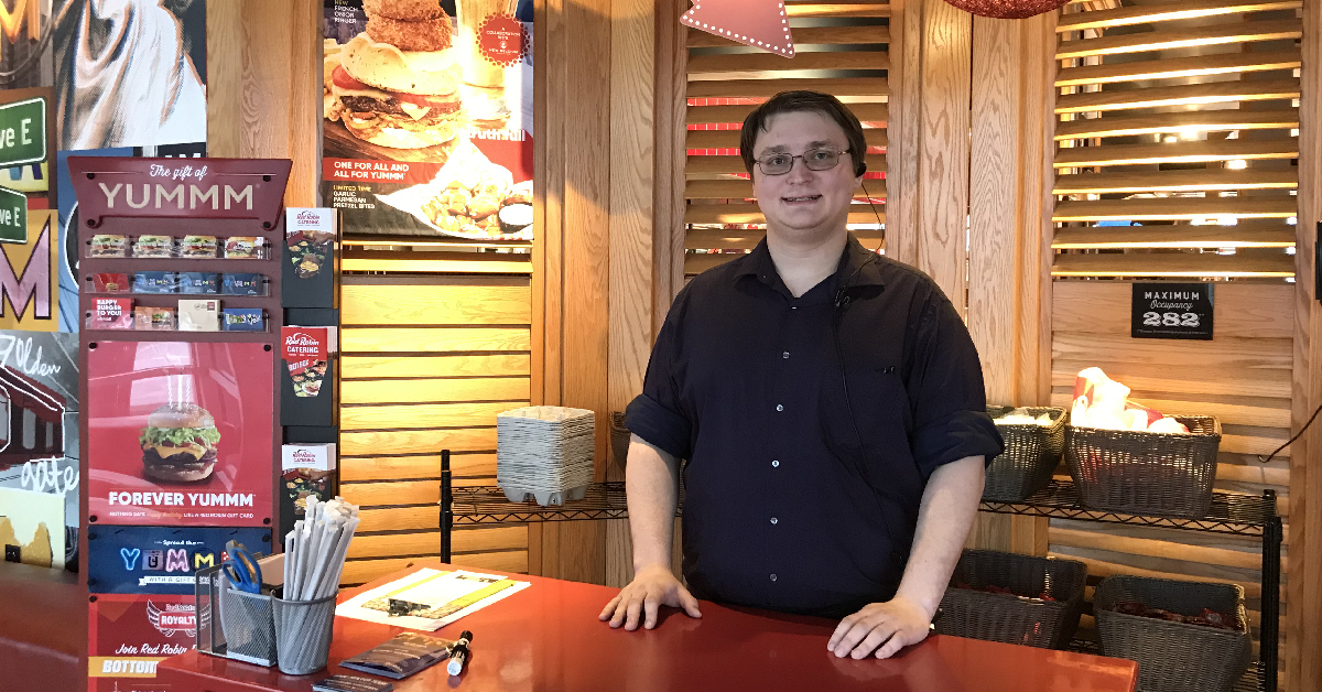 Red Robin shift supervisor turns local hero in matter of seconds