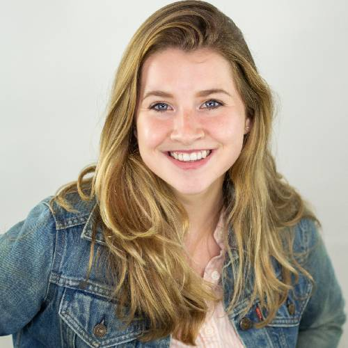 Head shot of Sarah DeMars, former graphic designer and editorial assistant for GreatNews.Life