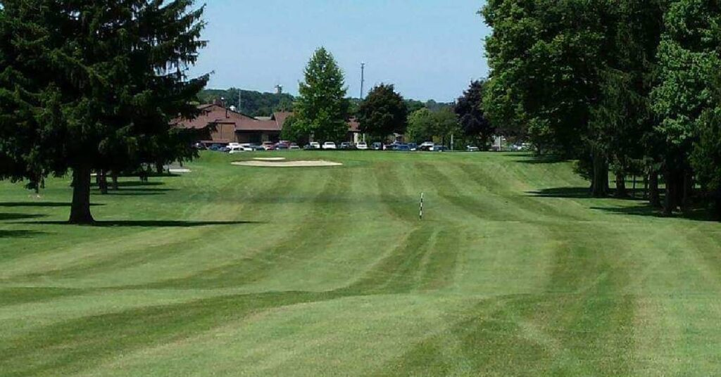mowed golfing green