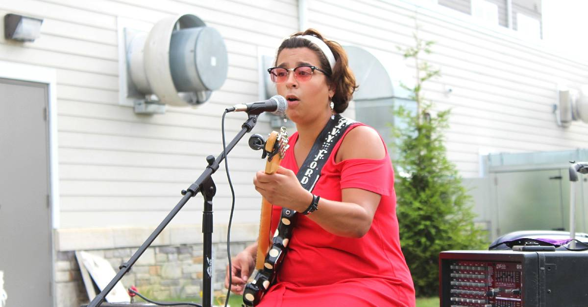 Residences at Coffee Creek hosts Ivy Ford for their Coffee and a Concert Series