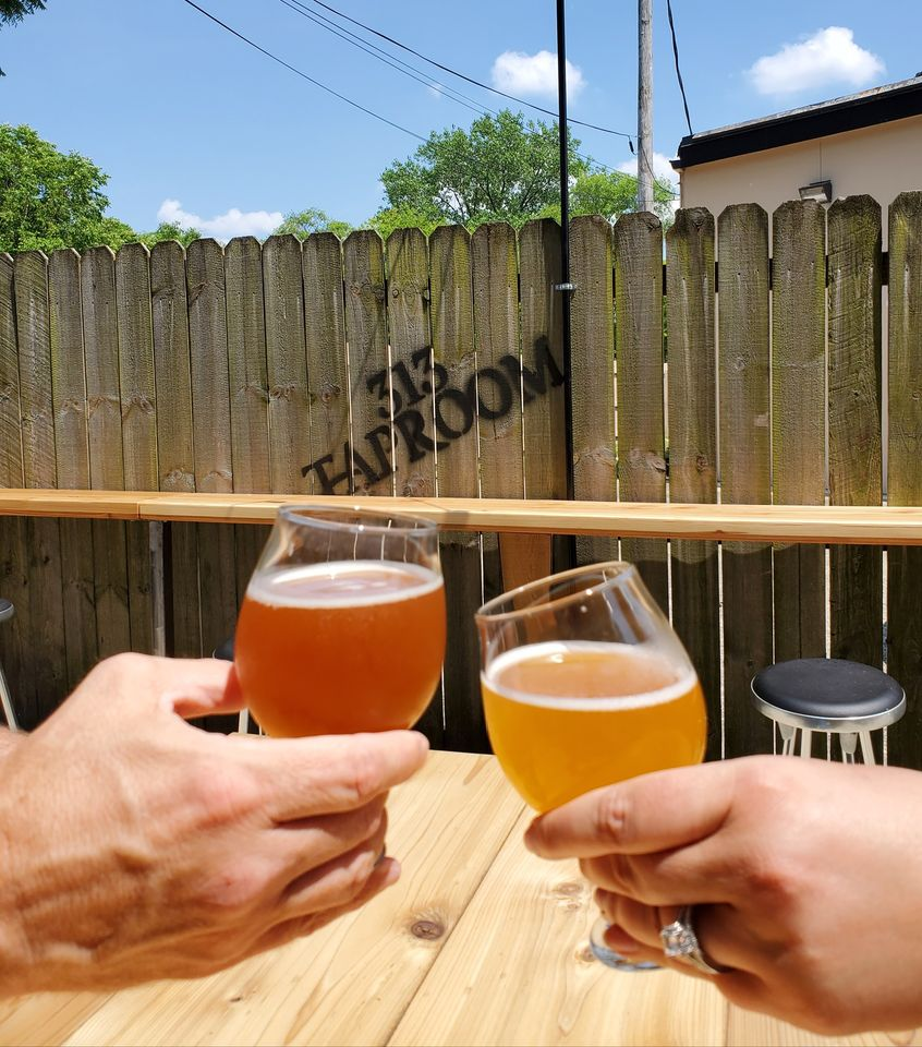drinks at 313 taproom