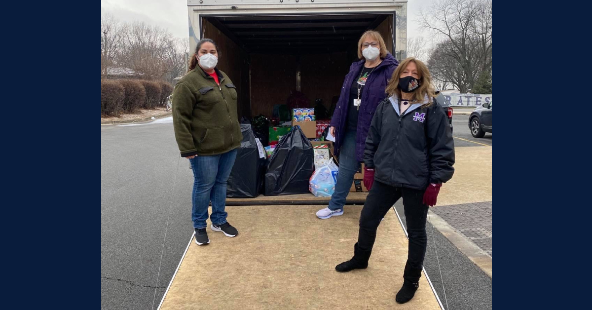 #1StudentNWI: Merrillville Pirates give back to the community