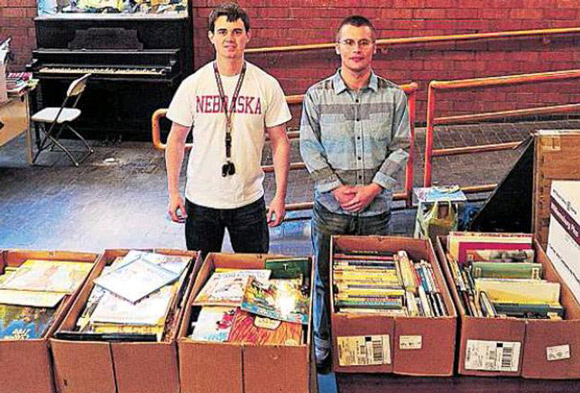 AmeriCorps-Hauls-Books-1