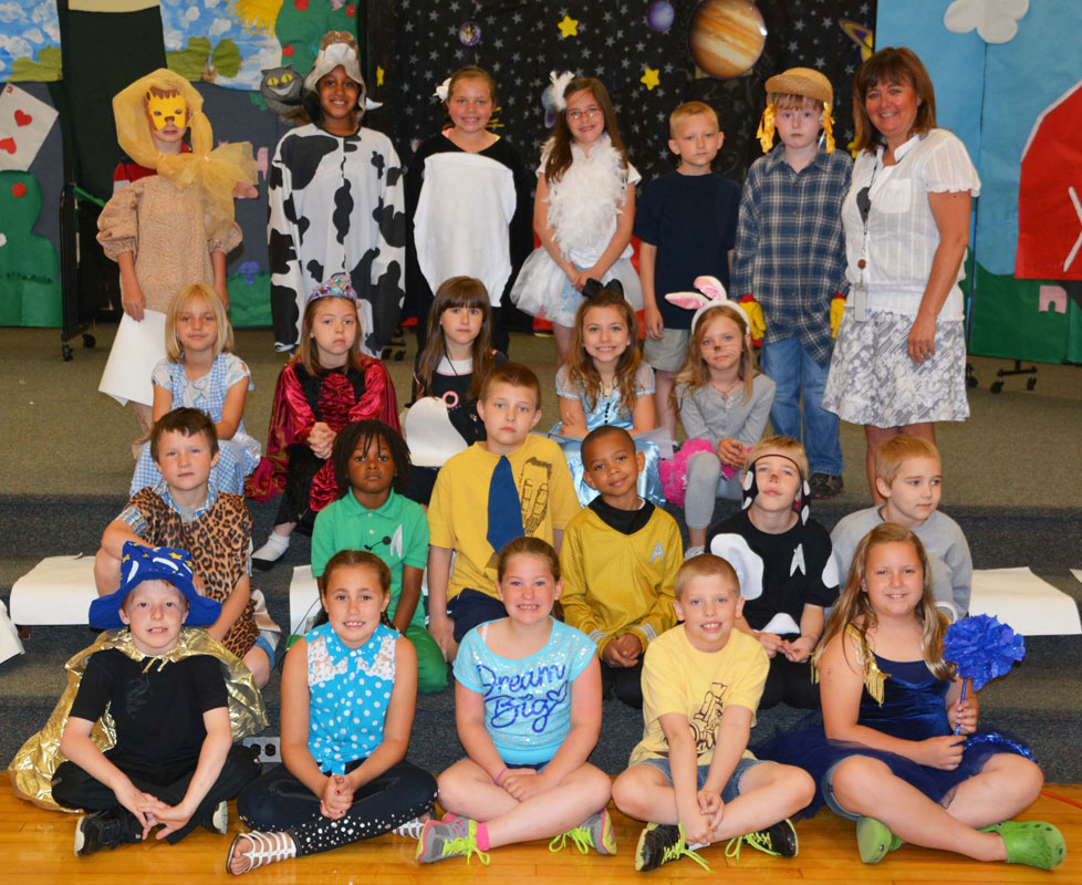 Bailly-2nd-grade-hosts-play