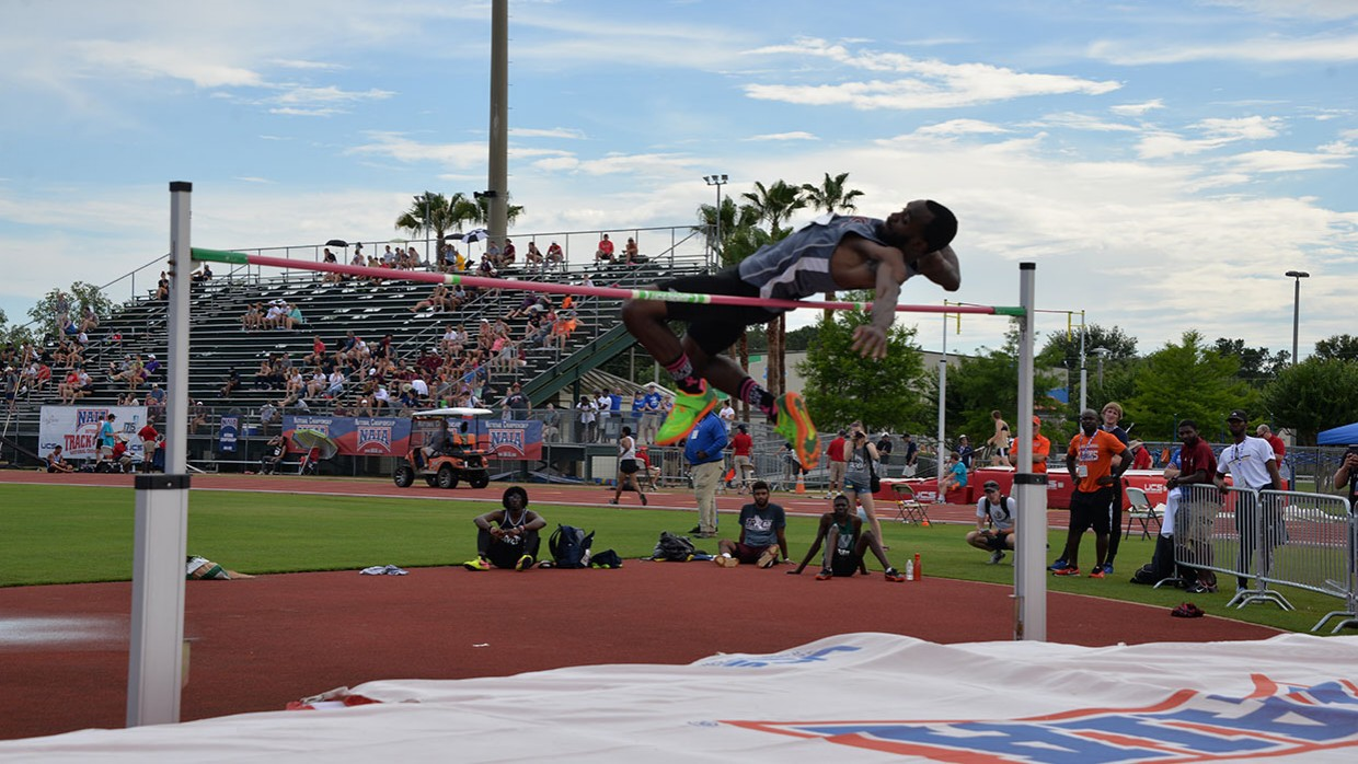 Banks-Sets-Bar-High-At-NAIA-Outdoor-Nationals