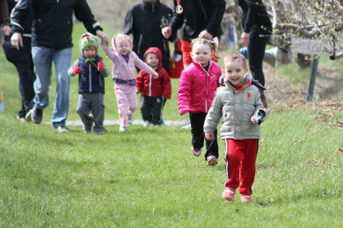 2014 County Line Orchard 10 Mile Race Raises Funds for Calumet Region Striders' Junior Programs