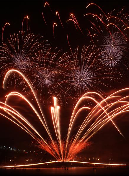 duneland-chamber-fireworks-on-the-lakefront