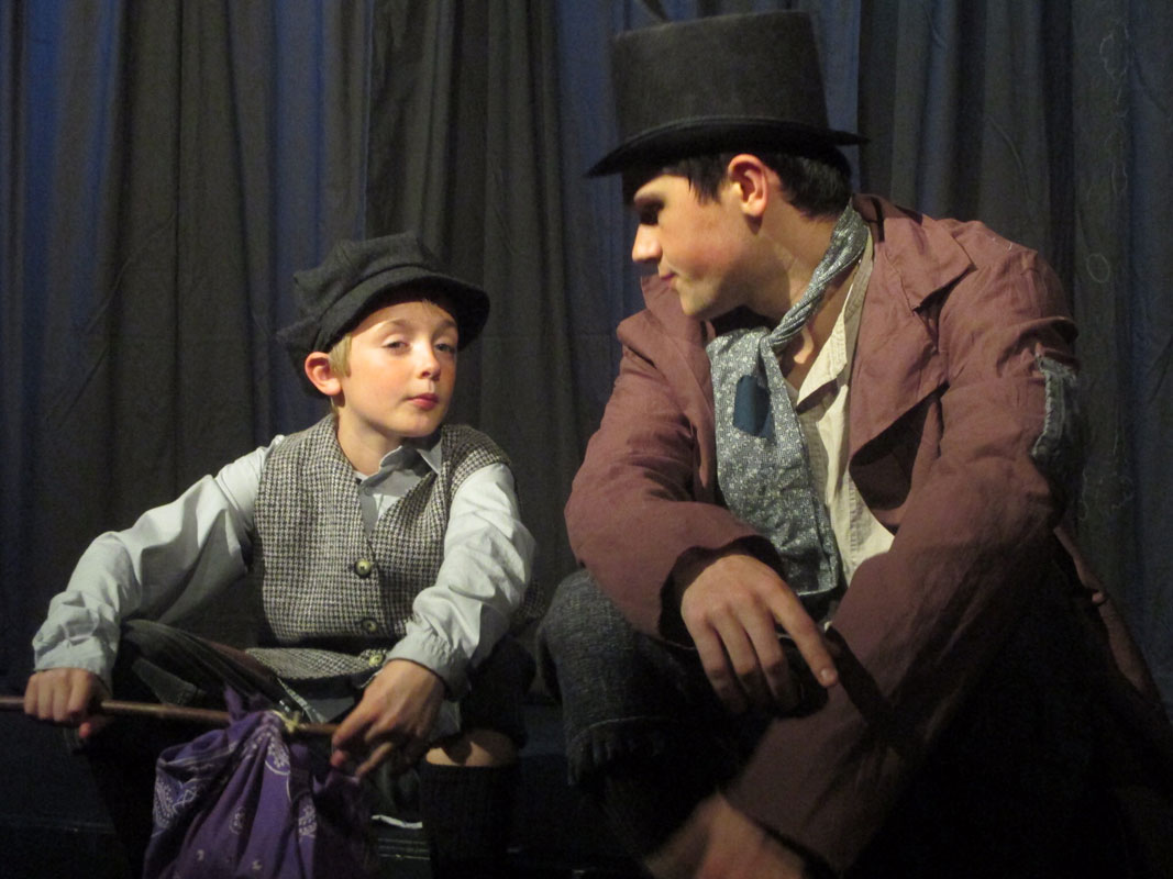 Footlight-Theatre-Oliver-02