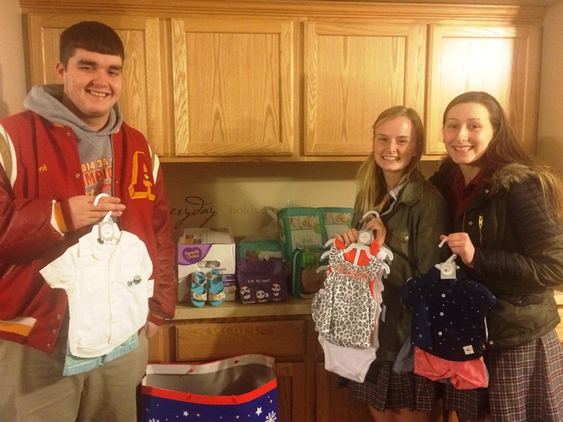Franciscan-St-Margaret-Health-Dyer-Andrean-Students-Help-St-Monica-Home-Residents