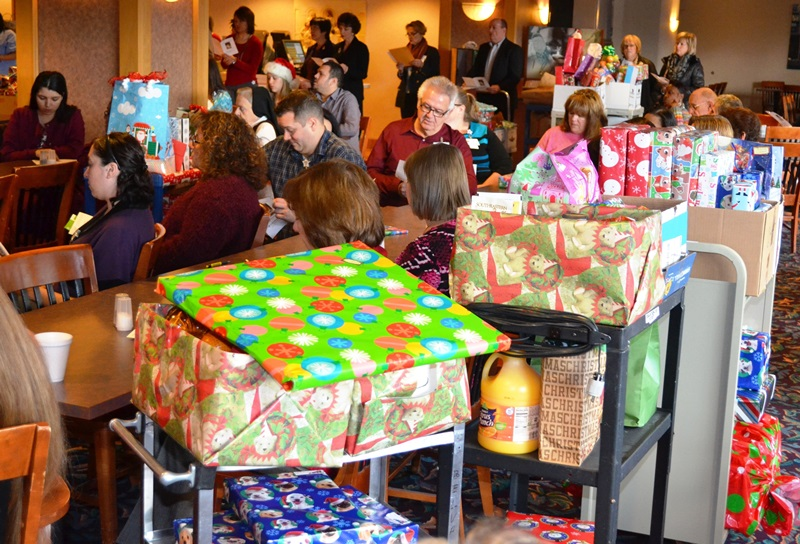 Franciscan-St-Margaret-Health-Hammond-Employees-adopt-Christmas-families