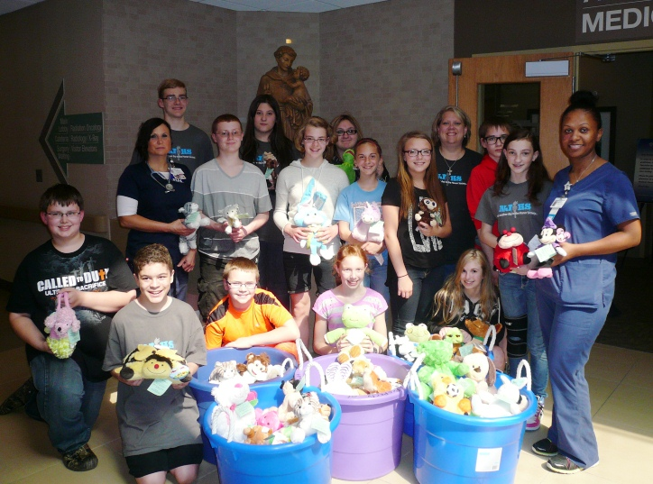 franciscan-students-helping-children