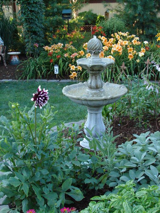 Garden-Walk-2010-Byers-fountain