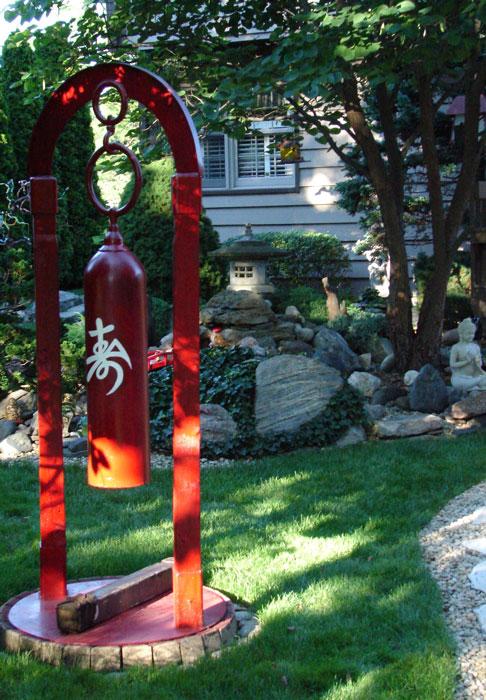 Garden-Walk-2010-Racine-gong