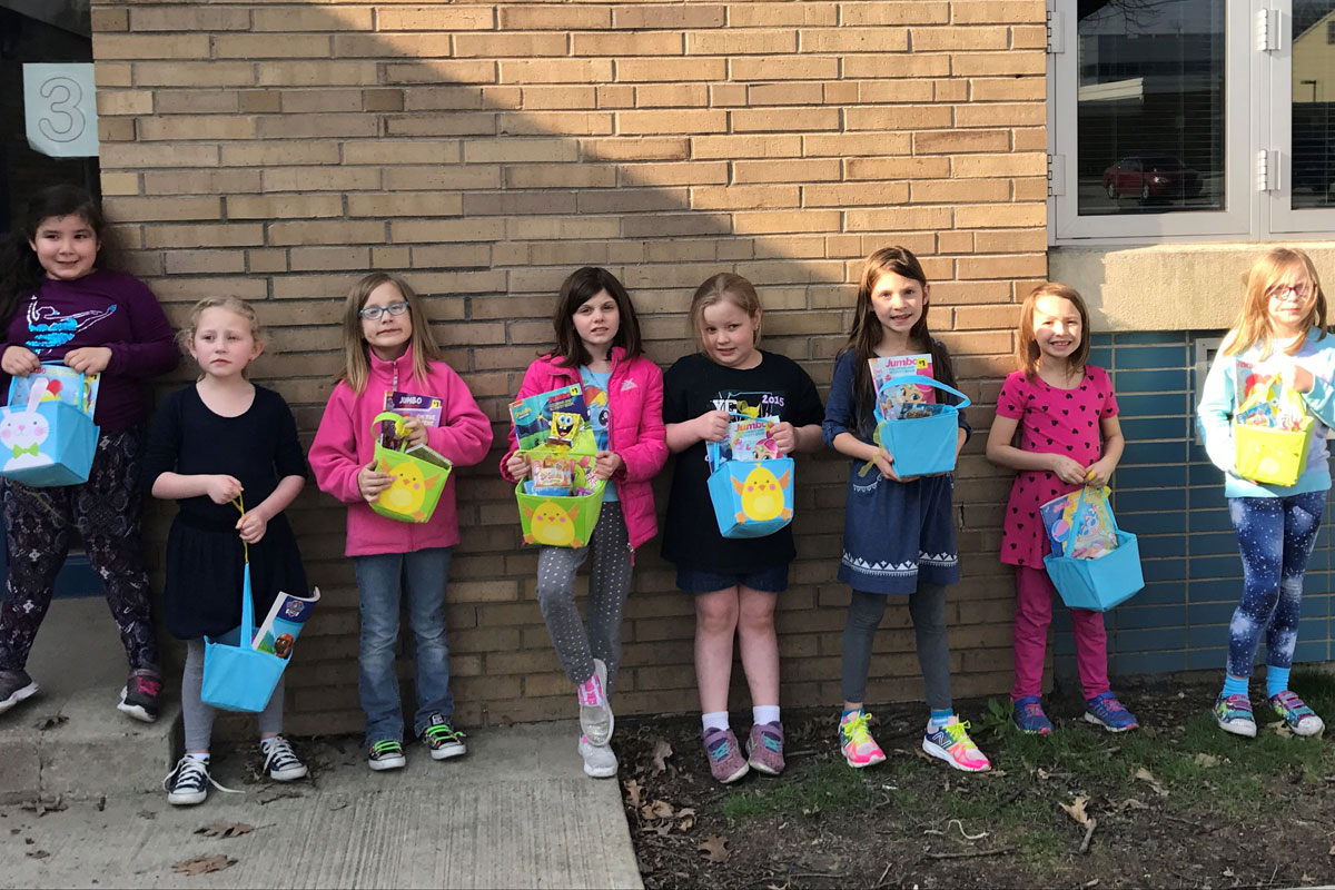 Girl-Scouts-Easter-Baskets-for-Porter-Hospital