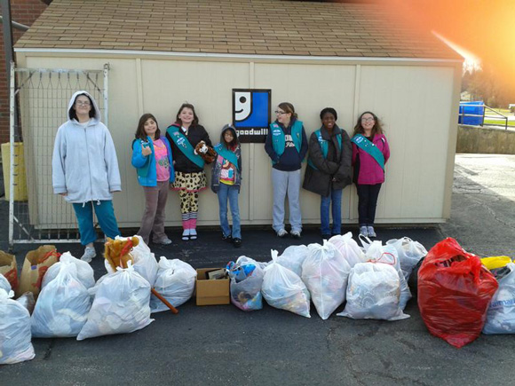 Girl-Scouts-Goodwill-2012