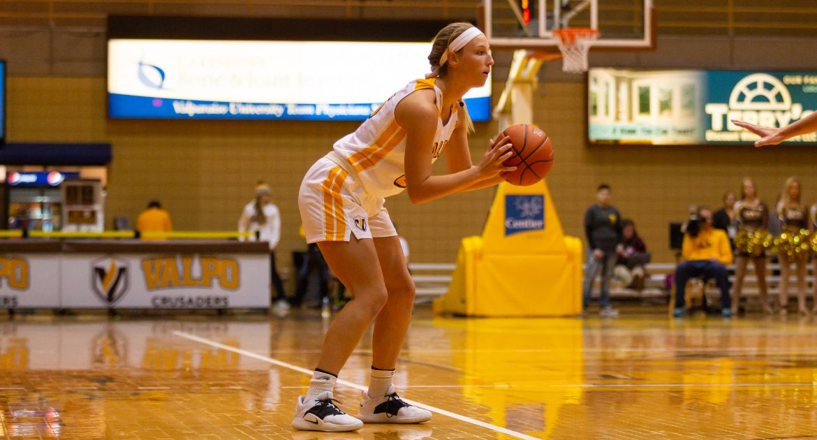Gritty-Team-Effort-Propels-Valpo-to-Enthralling-Road-Triumph