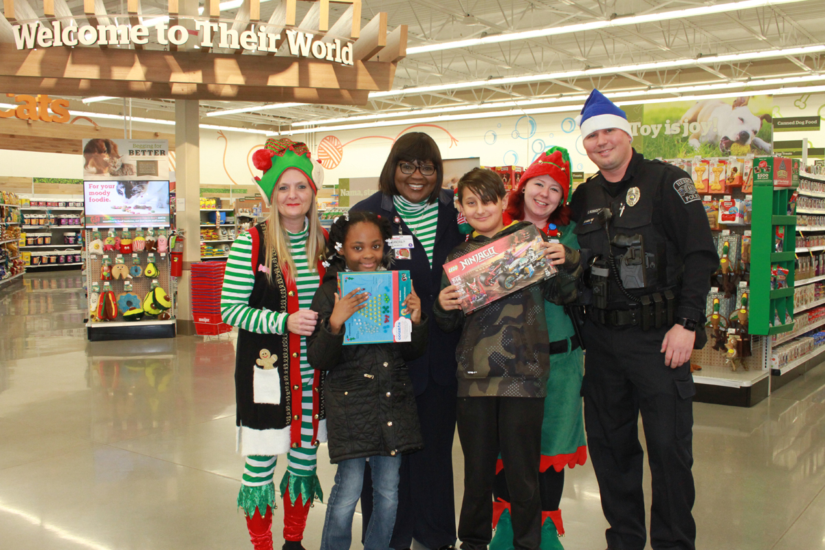 Holiday-Cheer-for-Hebron-Students-Thanks-to-Hebron-Police-Department-Meijer-and-United-Way