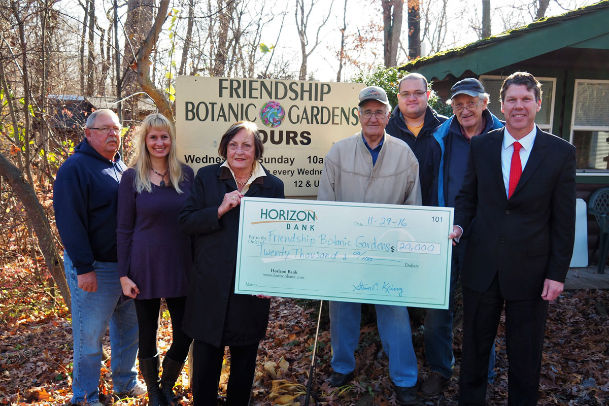 Horizon-Bank-Friendship-Gardens-Donation-2017_01