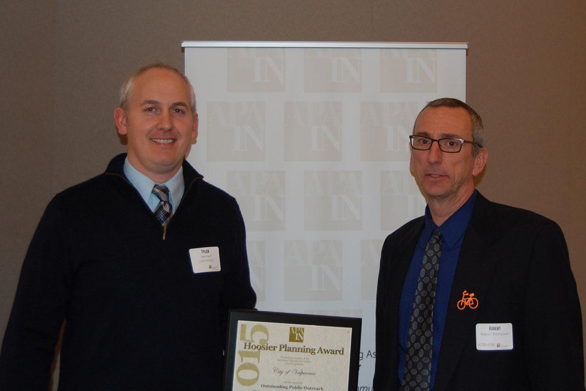 Kent-accepts-planning-award