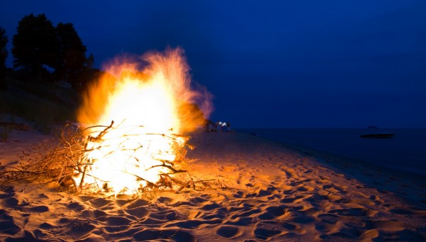 lake-michigan-bonfire3-e1345732479727