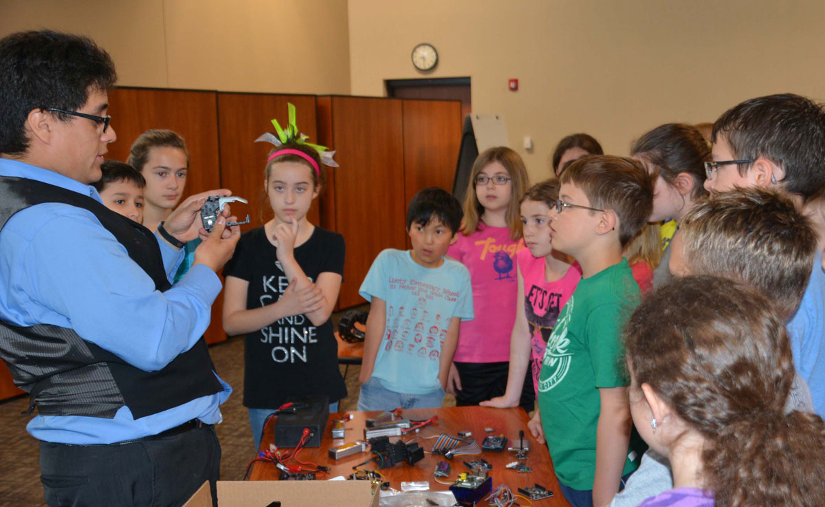 Liberty-Elementary-4th-graders-robotics-01