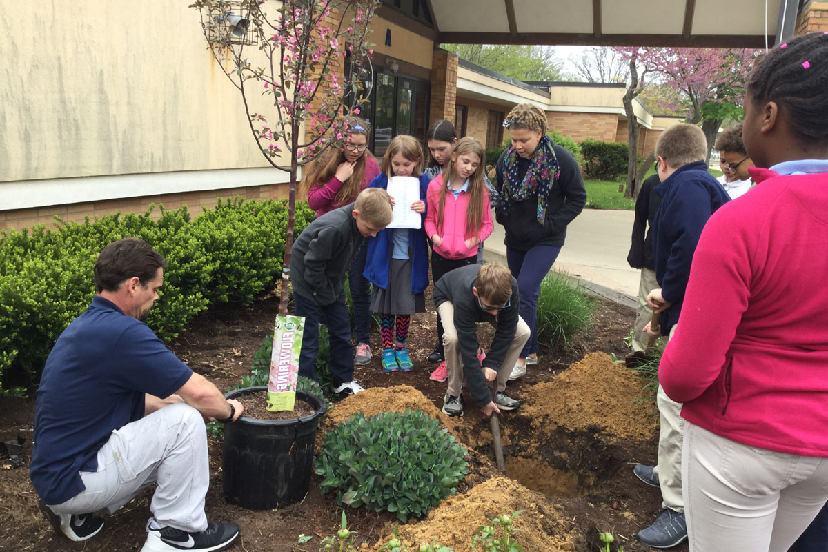 MCAS-Arbor-Day-with-The-Arbors-2017_01