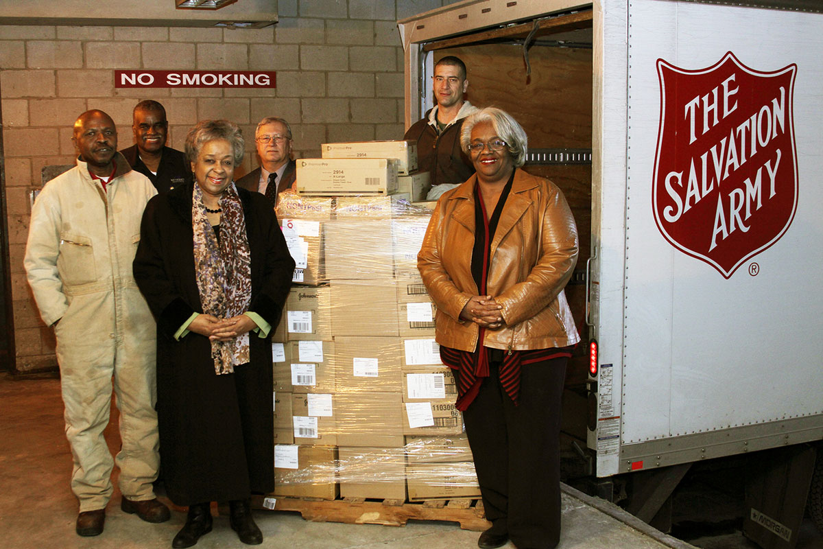 Methodist-Hospitals-Donates-to-NWI-Salvation-Army-2016