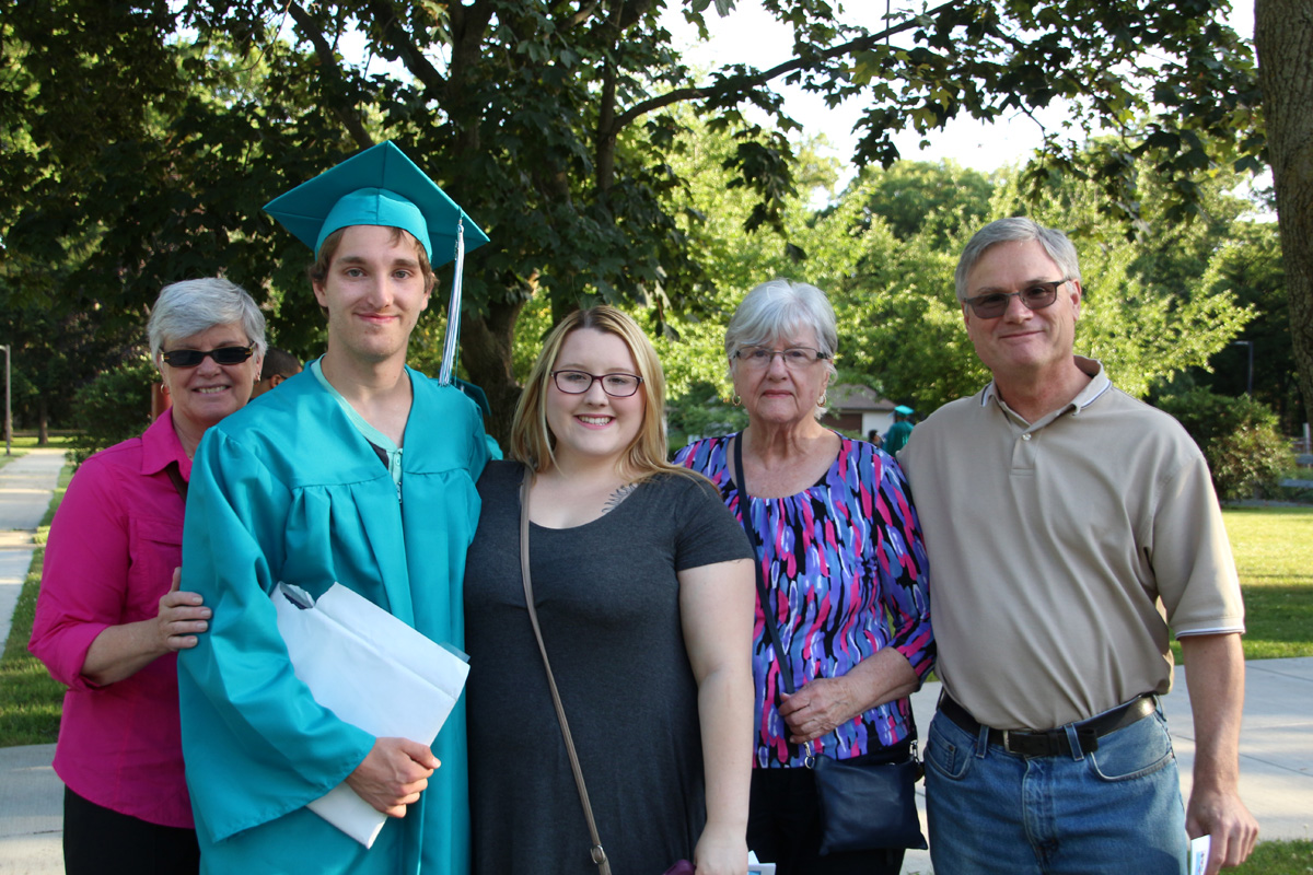 2017-graduation-neo