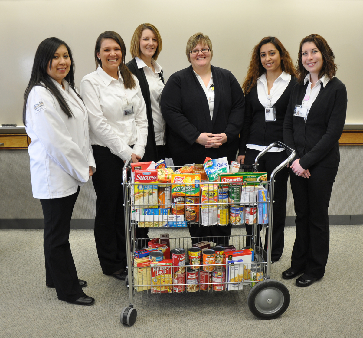 Nursing-Students-Food-Donation-2014
