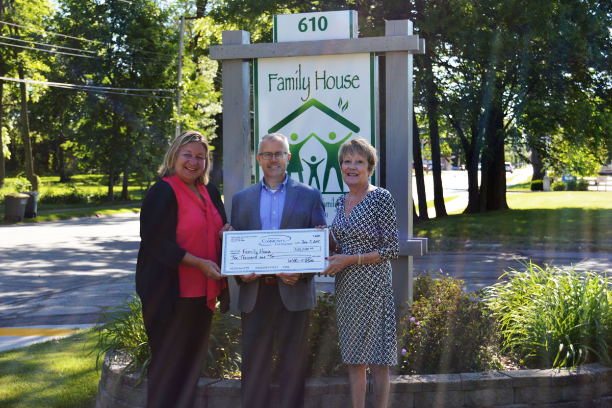 Porter-County-Community-Foundation-Awards-Grant-to-Family-House-2017