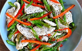 Pumps-Chicken-and-Asparagus-Stir-Fry