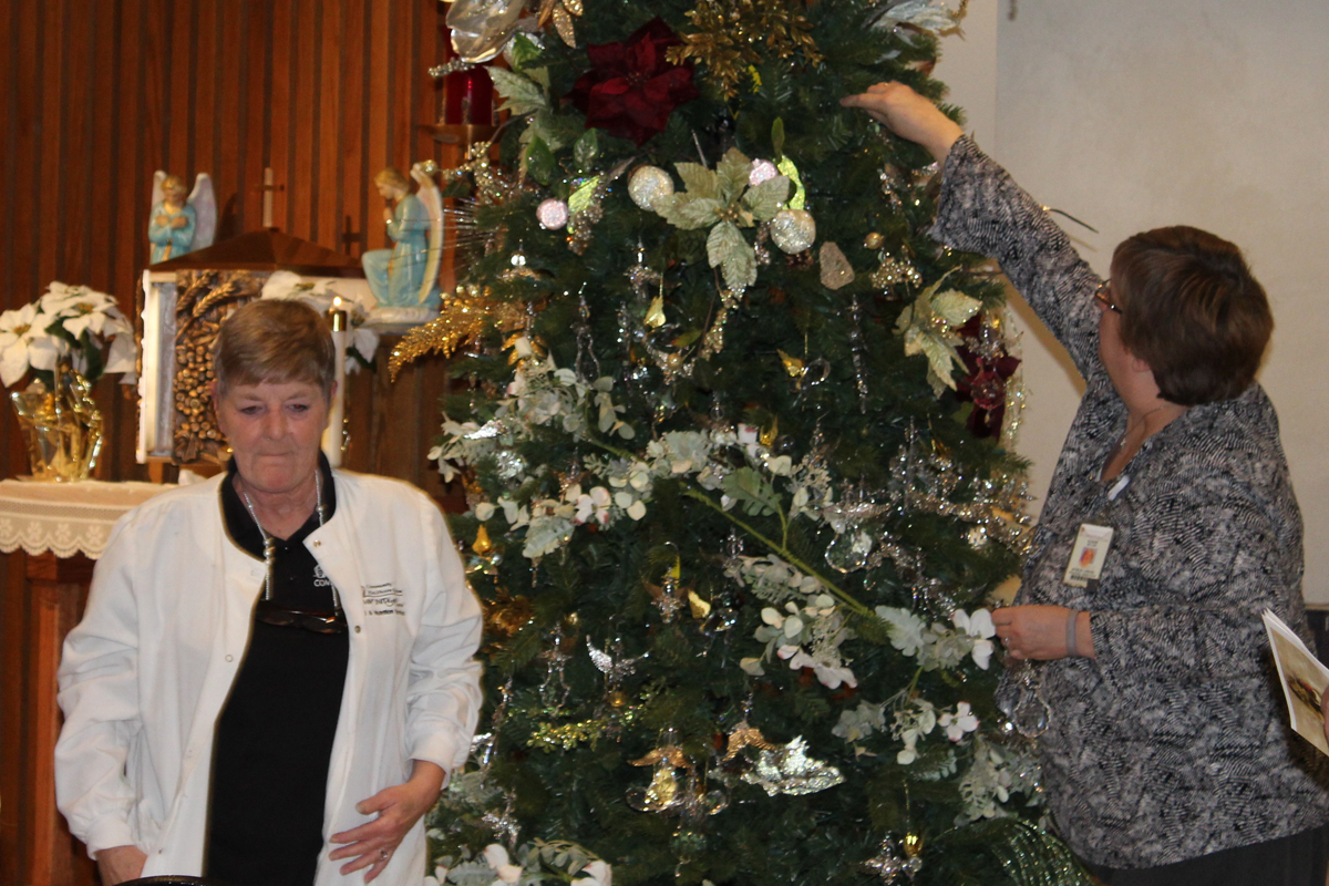St-Catherine-Hospital-Auxiliary-Hosts-23rd-Annual-Wings-of-Healing-Tree-Lighting-Ceremony_01