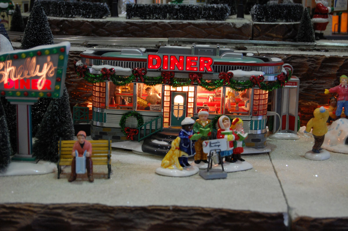 Valparaiso-Family-YMCA-Christmas-Village-02