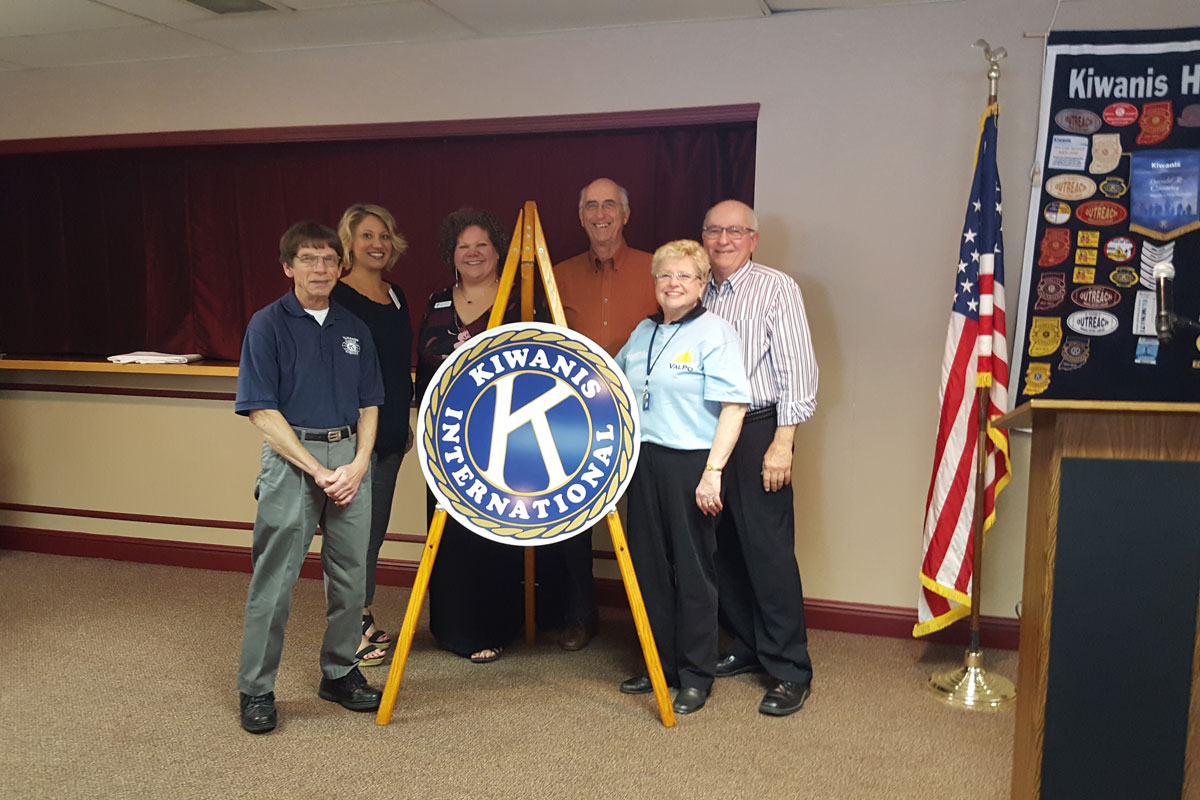 Valparaiso-Noon-Kiwanis-and-Sunrise-Kiwanis-Clubs-Purchase-New-Kiwanis-International-Road-Signs-2017