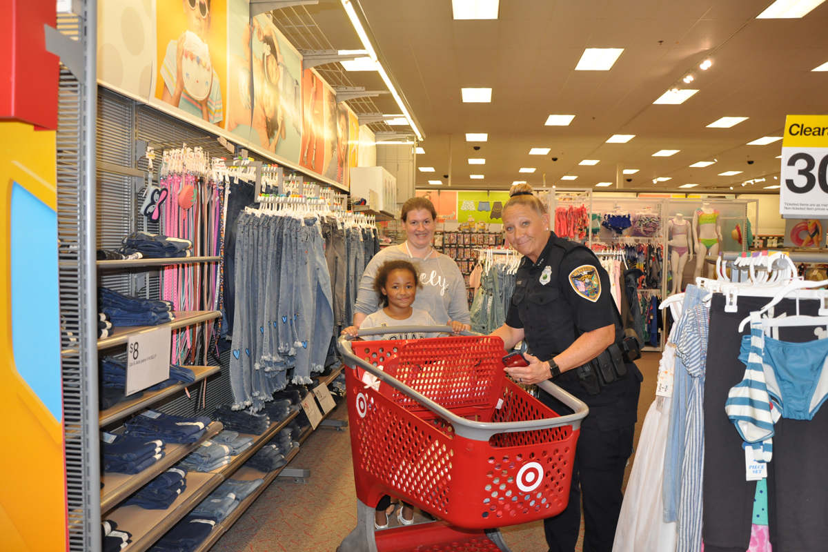 Valparaiso-Police-and-FOP-Lodge-76-Help-with-Back-to-School_03