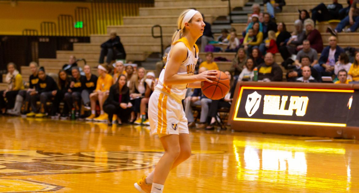 Valpo-Equals-School-Record-for-Made-3s-on-Friday