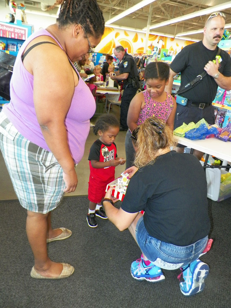Walgreens-Sponsors-2016-Back-to-School-Day-for-Portage-Students-03